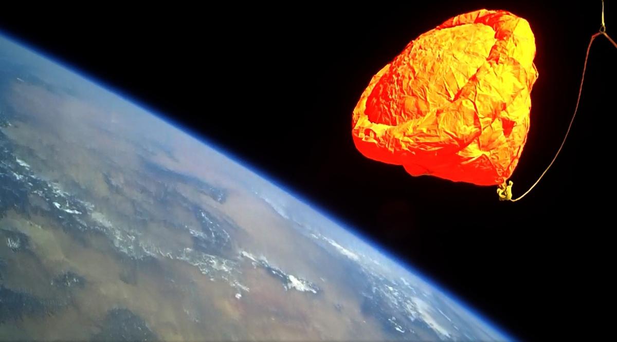 Private Rocket Launch Tests Supersonic Parachute, Reusable Spaceship Tech