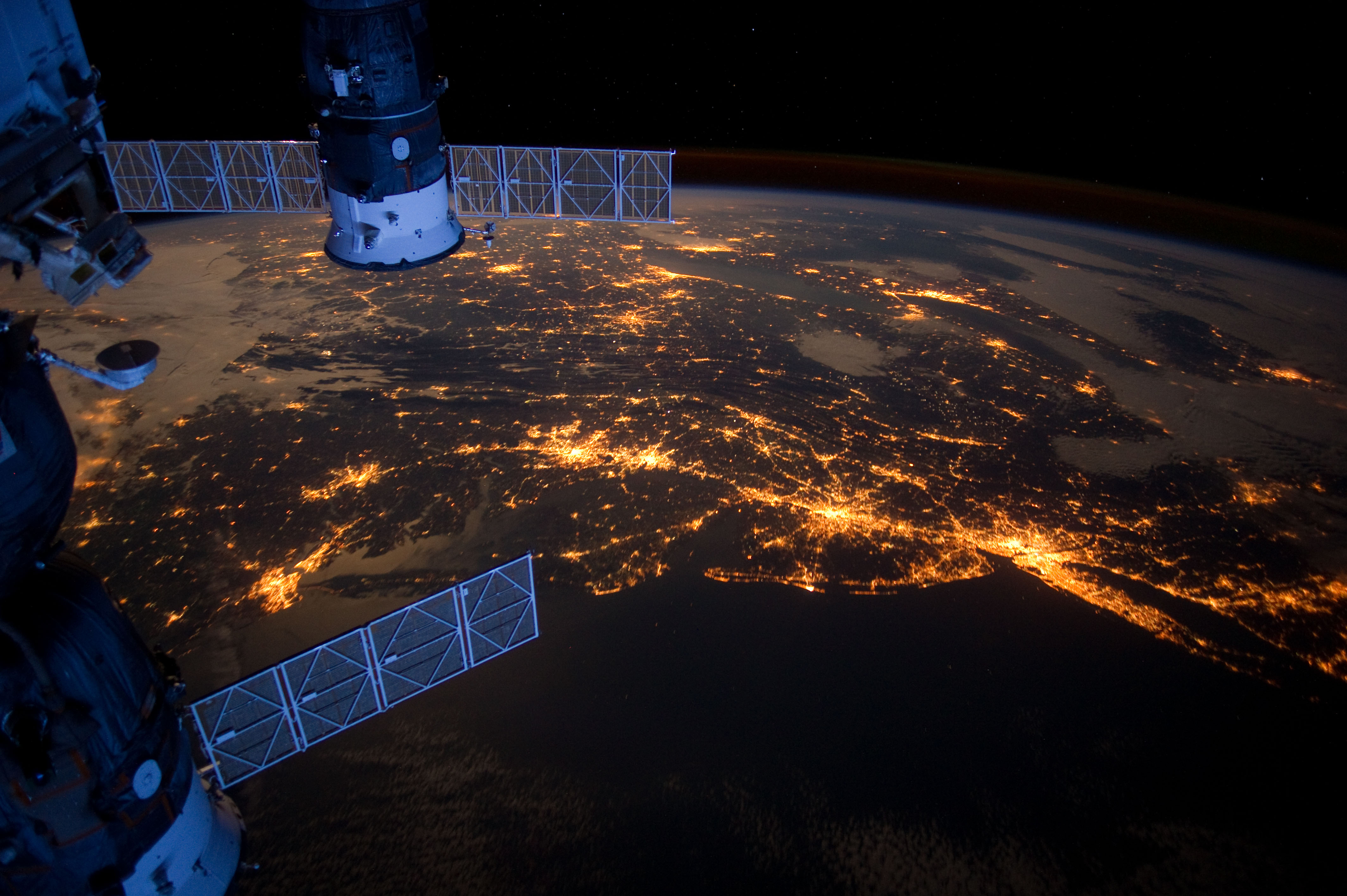 Astronaut Catches Spectacular Night View of US Cities from Space