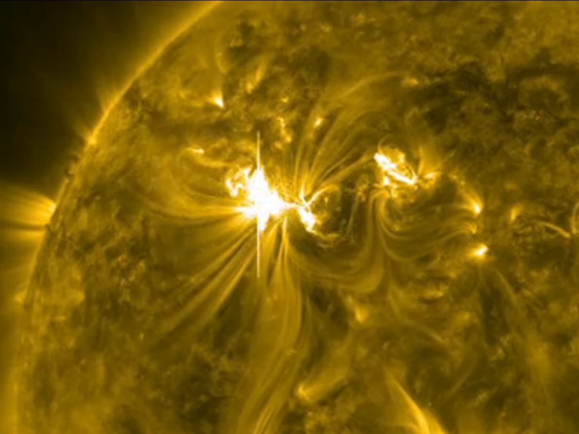 Sun Erupts With Major Solar Flare