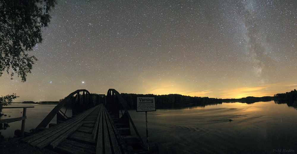 Jupiter Rises Over Abandoned Bridge in Stunning Skywatcher Photo