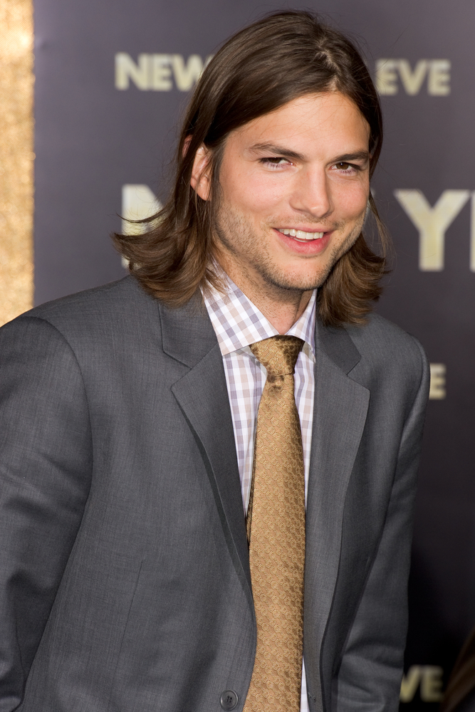 Ashton Kutcher Buys 500th Ticket for Virgin Galactic Spaceship Ride