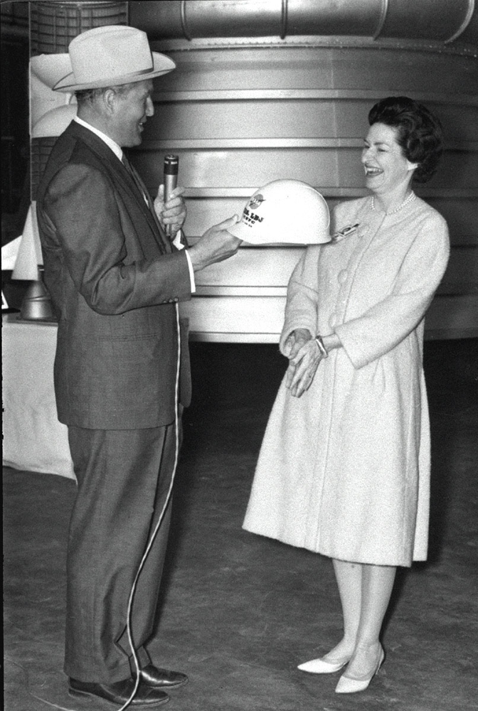 Von Braun and Lady Bird Johnson