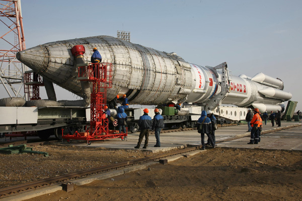 Proton Rocket Prepared to Launch Intelsat 22 Satellite
