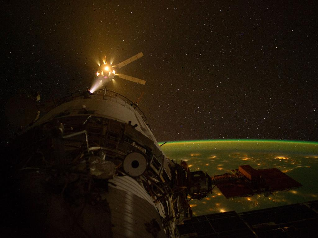 Amazing Photo Captures Robot Cargo Ship's Space Station Arrival