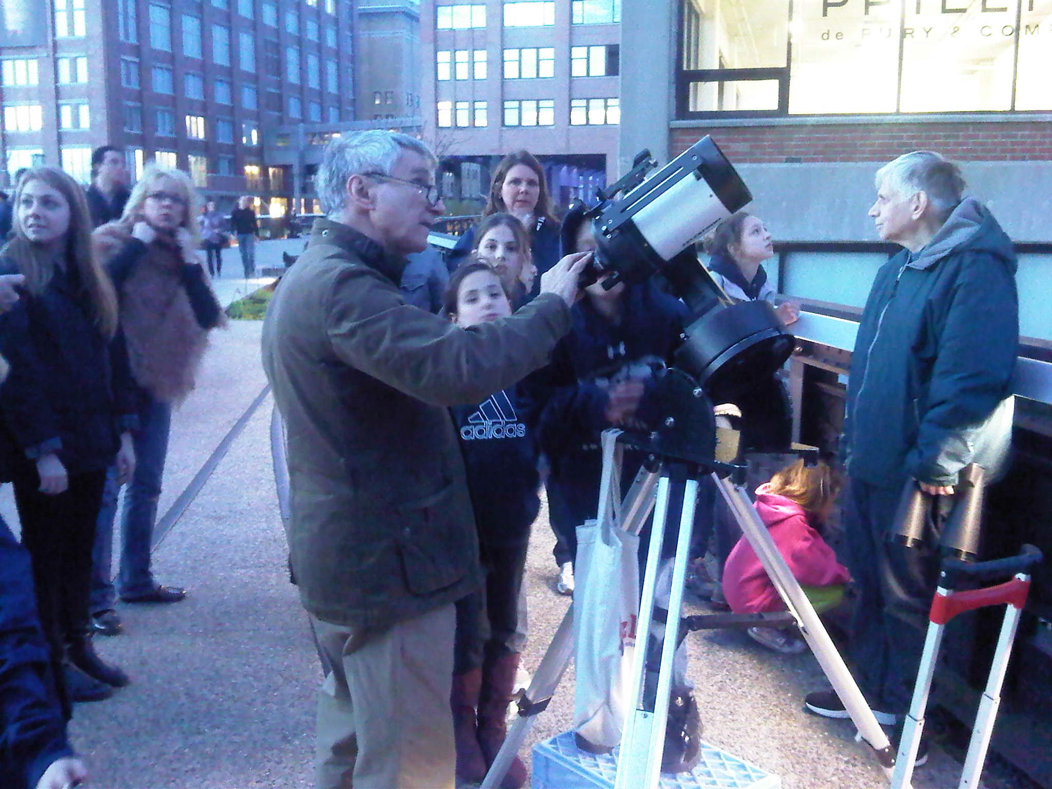 Urban Skywatching: NYC Amateur Astronomers Take In the Night
