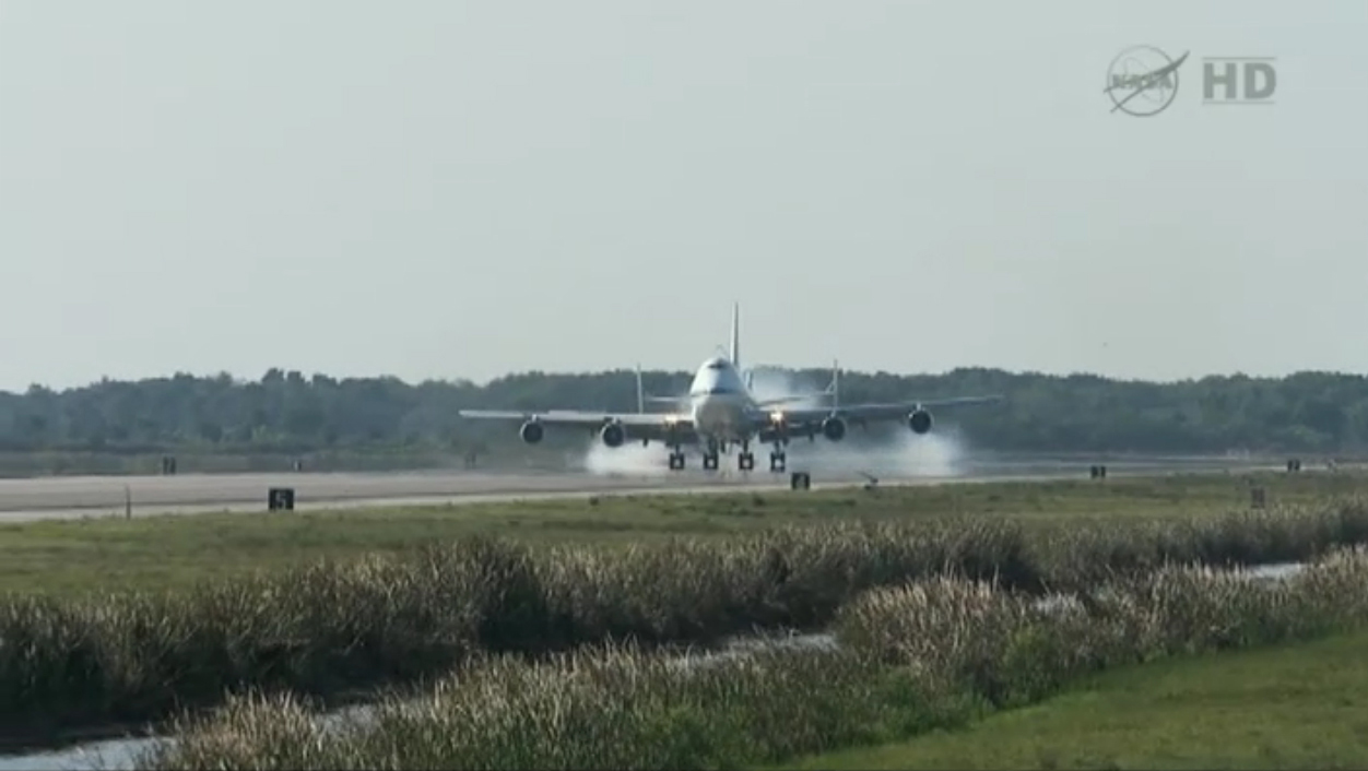 Shuttle Carrier Aircraft Lands