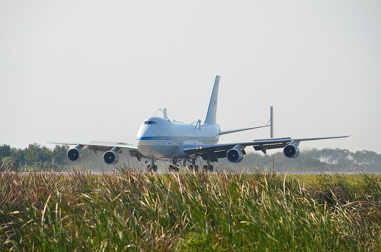 NASA Jumbo Jet Arrives to Ferry Shuttle Discovery to Smithsonian