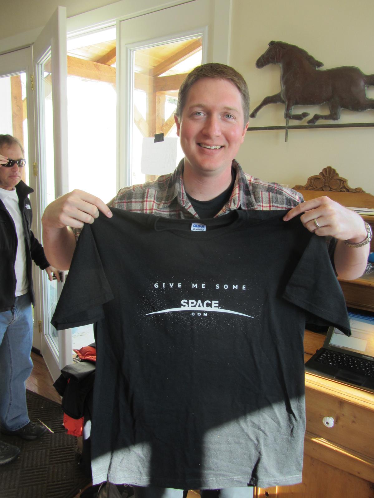 SPACE.com T-shirt Kisses Edge of Alaska's Northern Lights