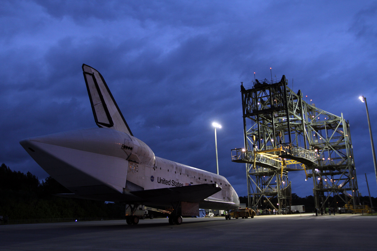 Space Shuttle Discovery Move Complete