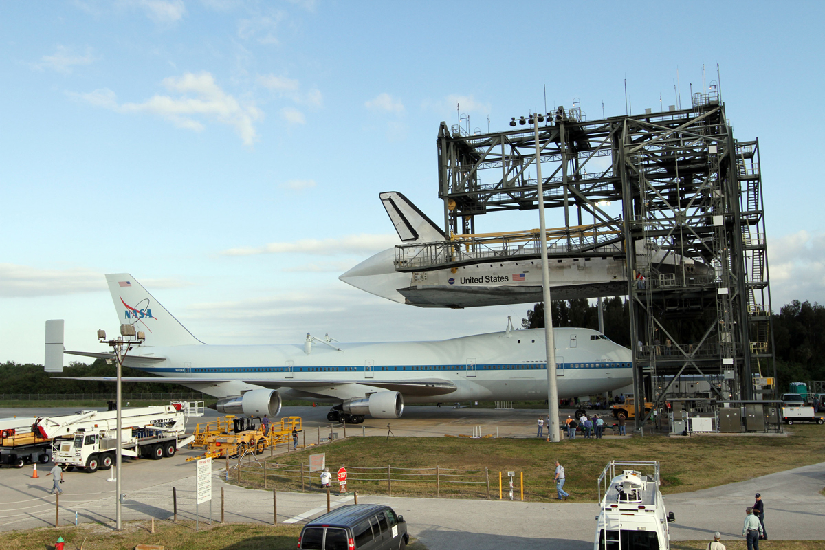Shuttle Carrier Aircraft Moves Under Discovery