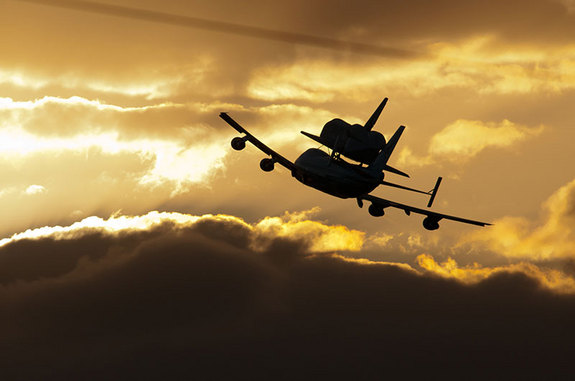 Space Shuttle Discovery Lands in Washington D.C. for ...