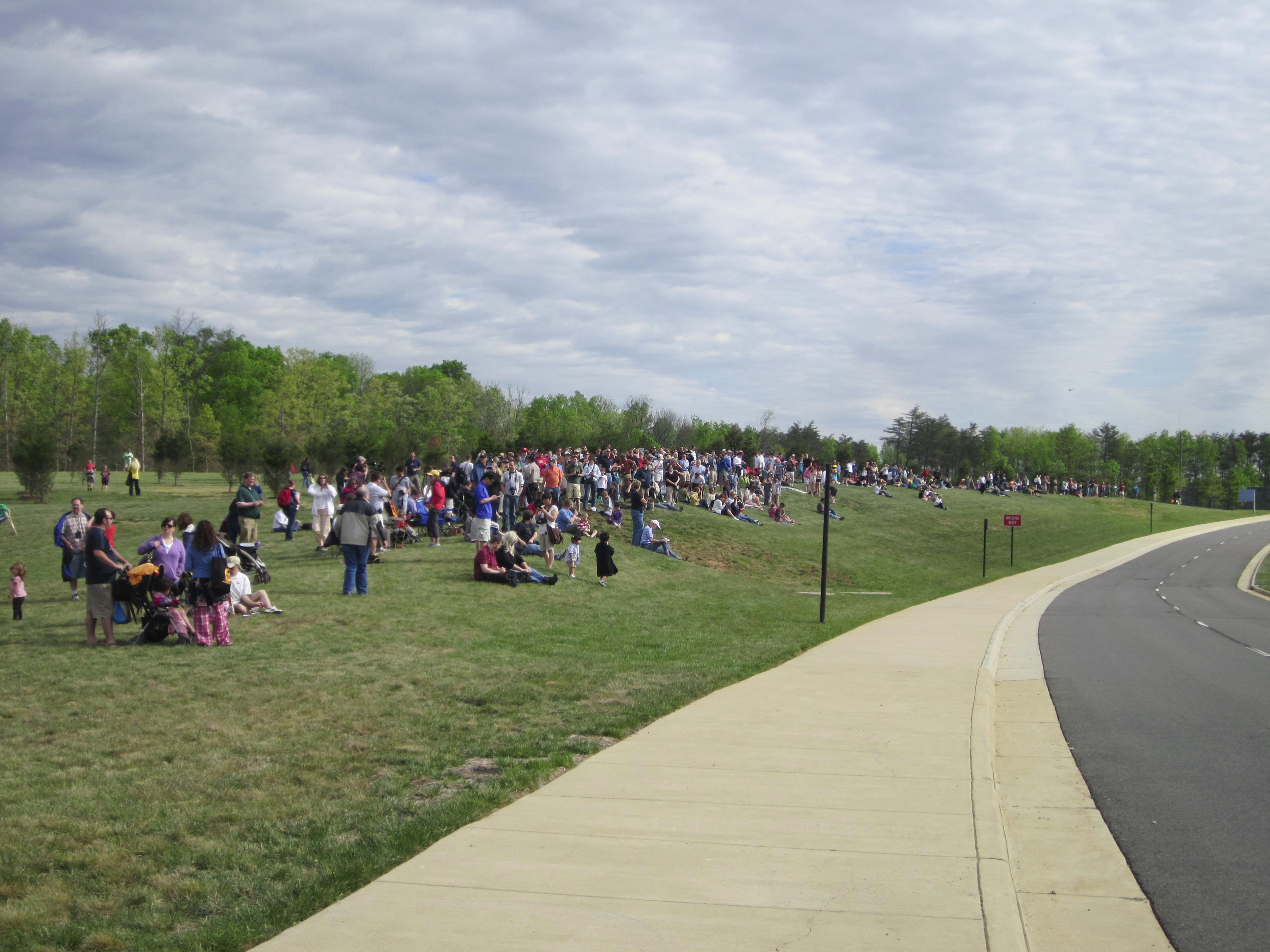 Eager Crowds Await the Flyover of Discovery at the Udvar-Hazy Center