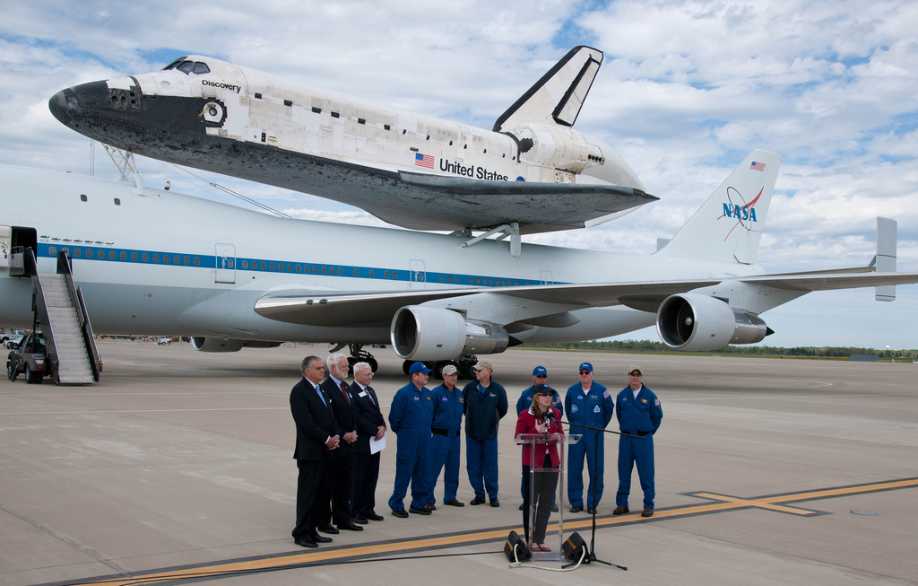 Shuttle Discovery Arrives at Museum Home