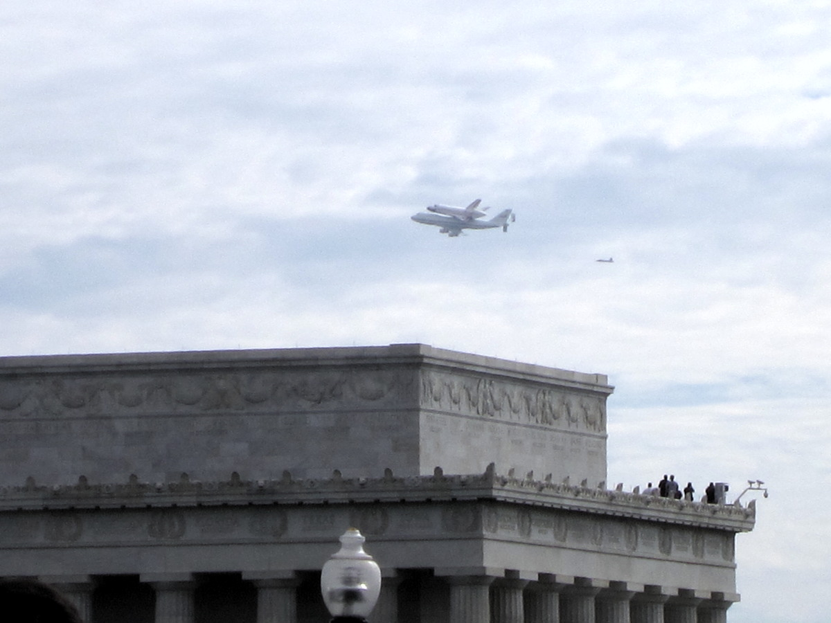 Discovery and Shuttle Carrier Aircraft over the Lincoln Memorial
