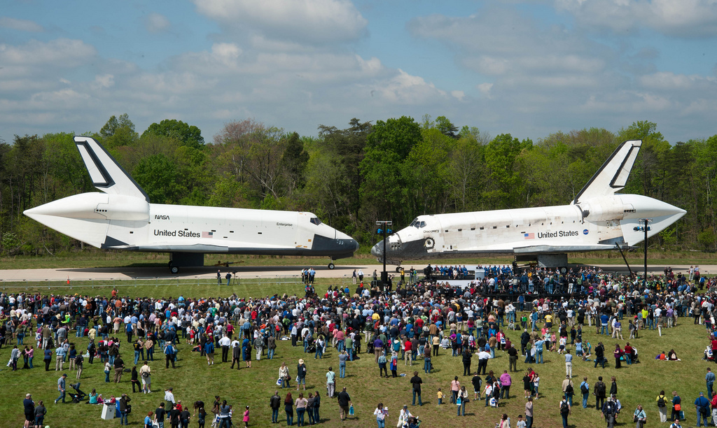 Space Shuttle Discovery Arrives at Udvar-Hazy