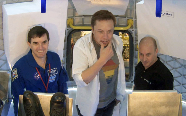 Walheim, Musk and Reisman Inspect Dragon Capsule Interior