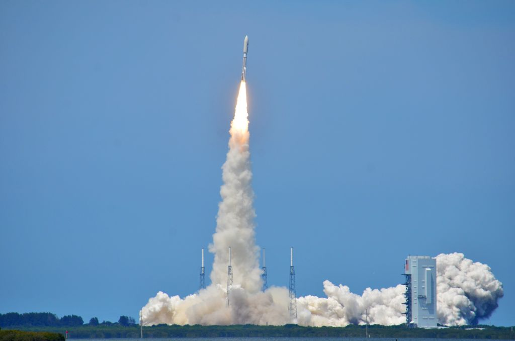 Air Force's AEHF 2 Satellite Blasts Off