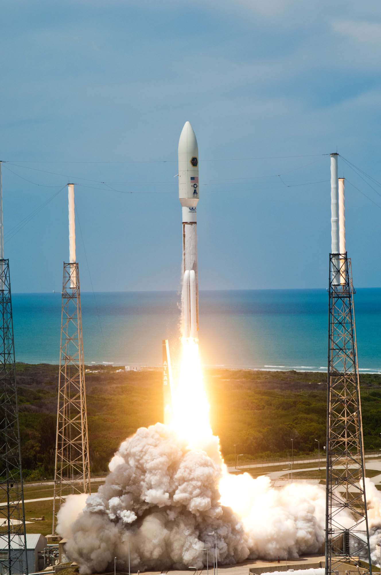 Atlas 5 Rocket Launches the AEHF-2 Satellite