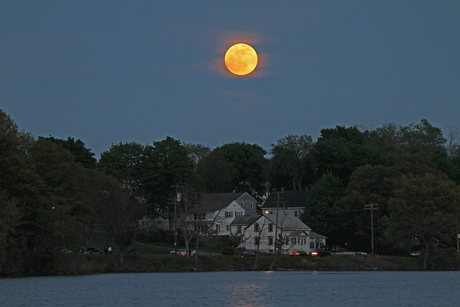 Supermoon 2012 from Woburn: Imelda Joson/Edwin Aguirre