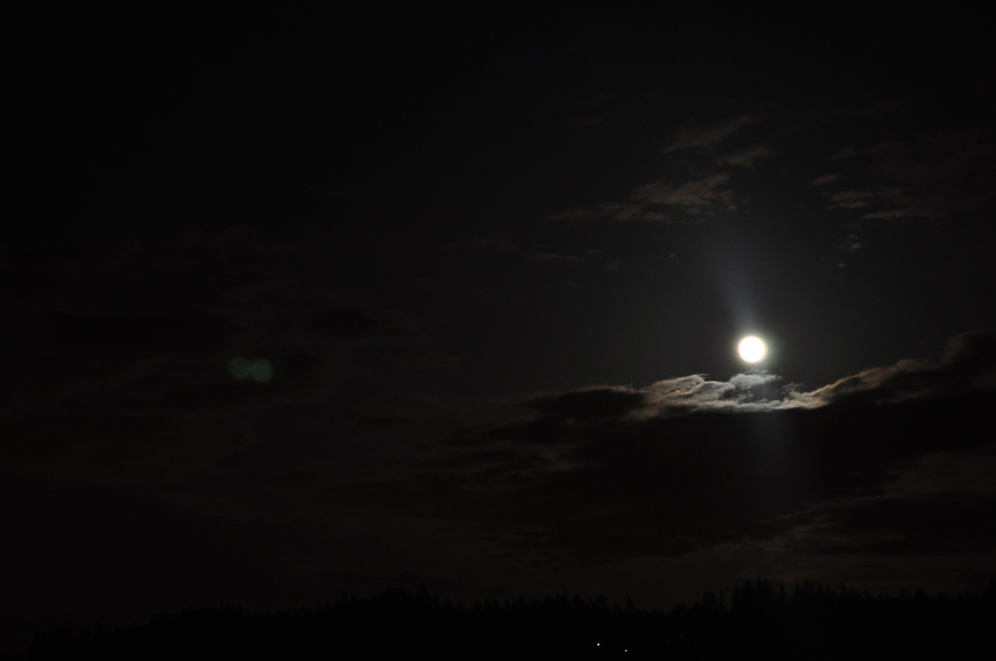 Supermoon 2012 in Manchester, Wash.: Tonya Traylor