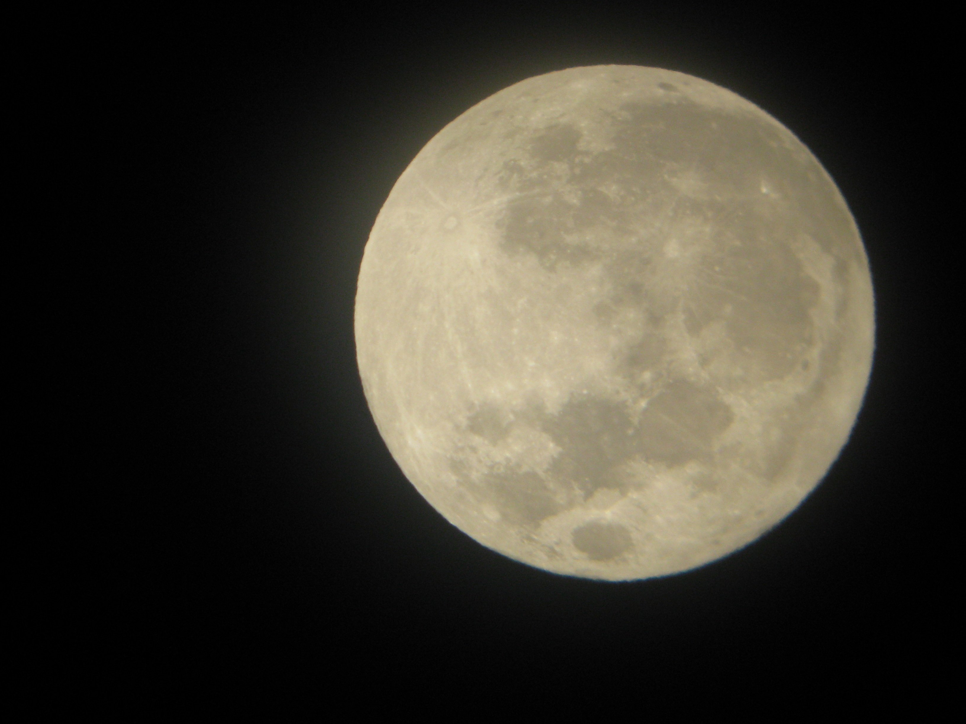 Supermoon 2012 from San Francisco: Lisa Delapo