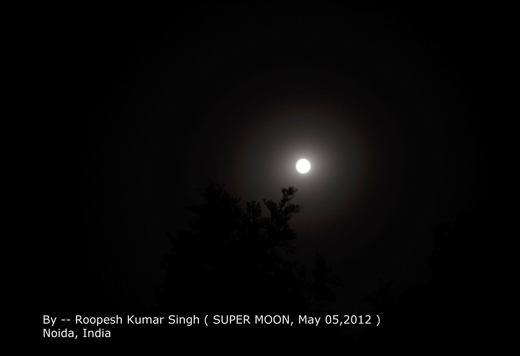 Supermoon 2012 from Noida, India: Roopesh Kumar Singh