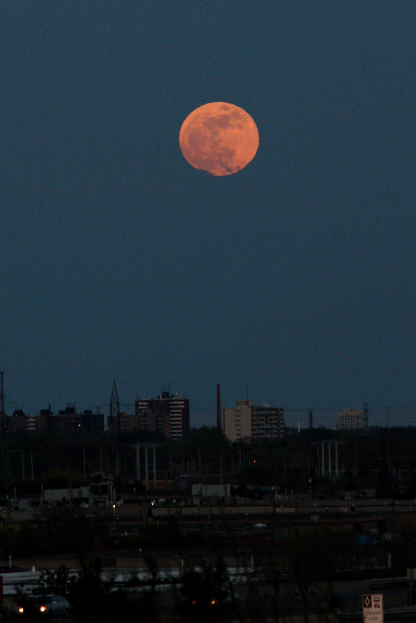 Supermoon 2012 Over Toronto: Reuben Opena