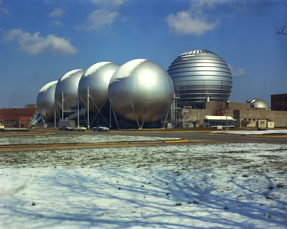 Space History Photo: Sci-Fi? No, Snow on Vacuum Spheres