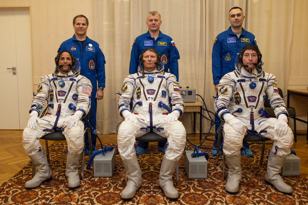 Expedition 31 Crew Suited Up