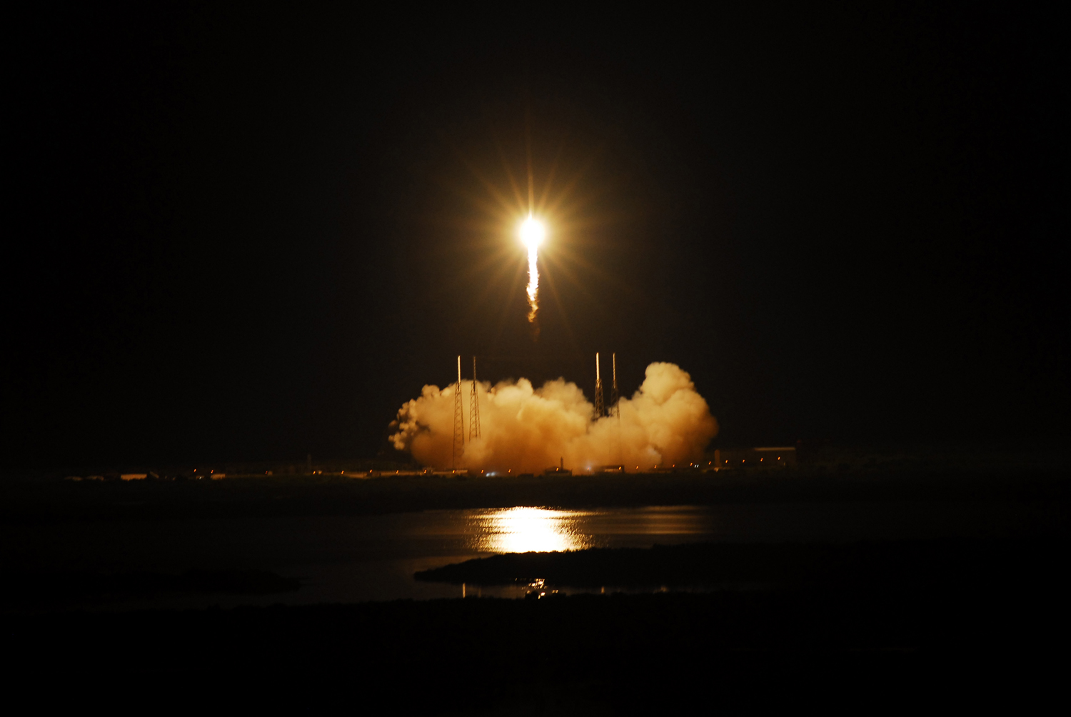 Private Rocket Launch Vindicates Commercial Spaceflight Model