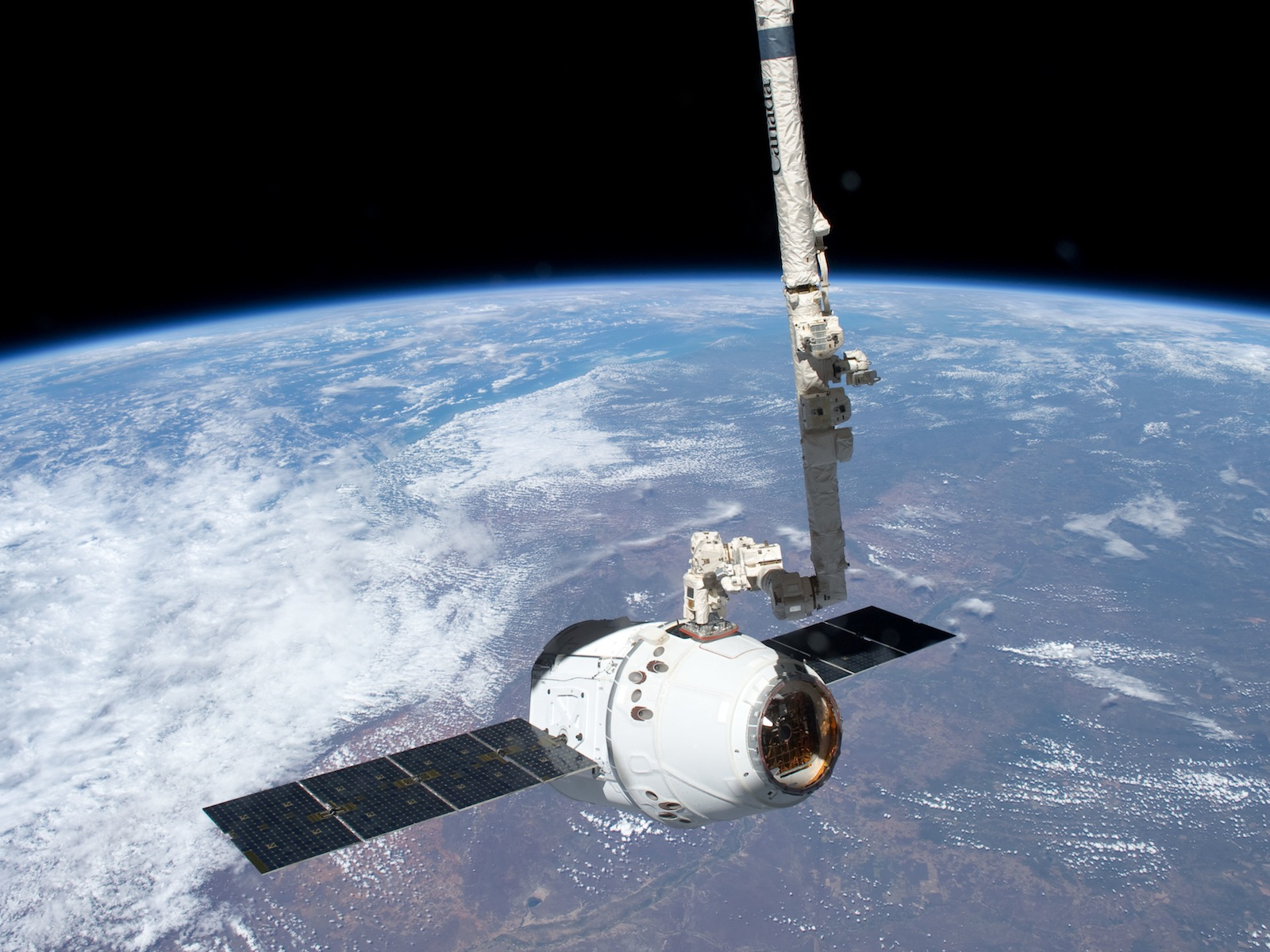 SpaceX Dragon Grappled By Robotic Arm 1600