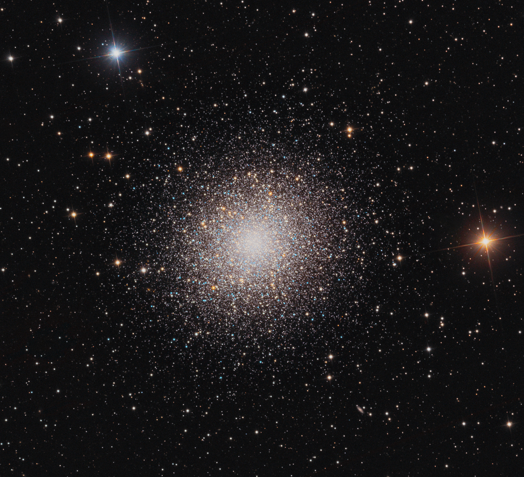 Hercules Star Cluster Dazzles in Stargazers' Photo