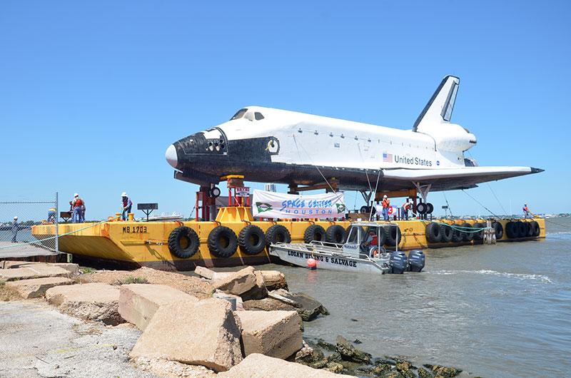 Space Shuttle Replica Docks in Houston Lake, Launches 'Shuttlebration'