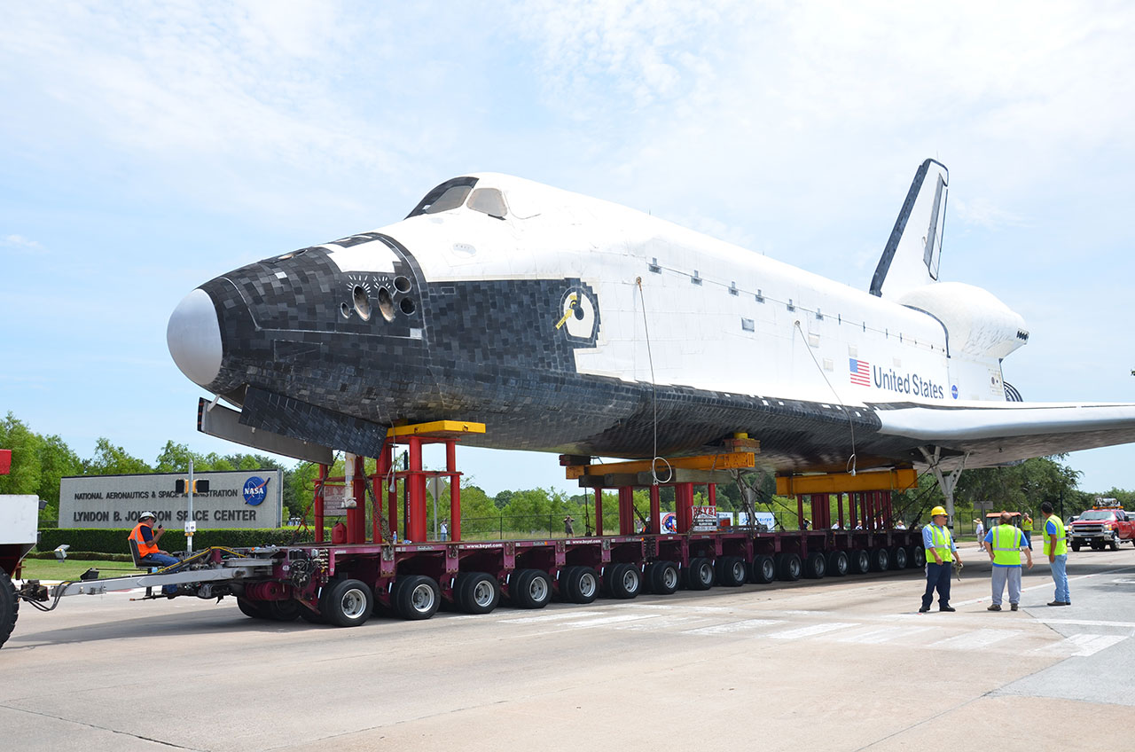 Shuttle Replica Takes Sunday Drive to Space Center Houston