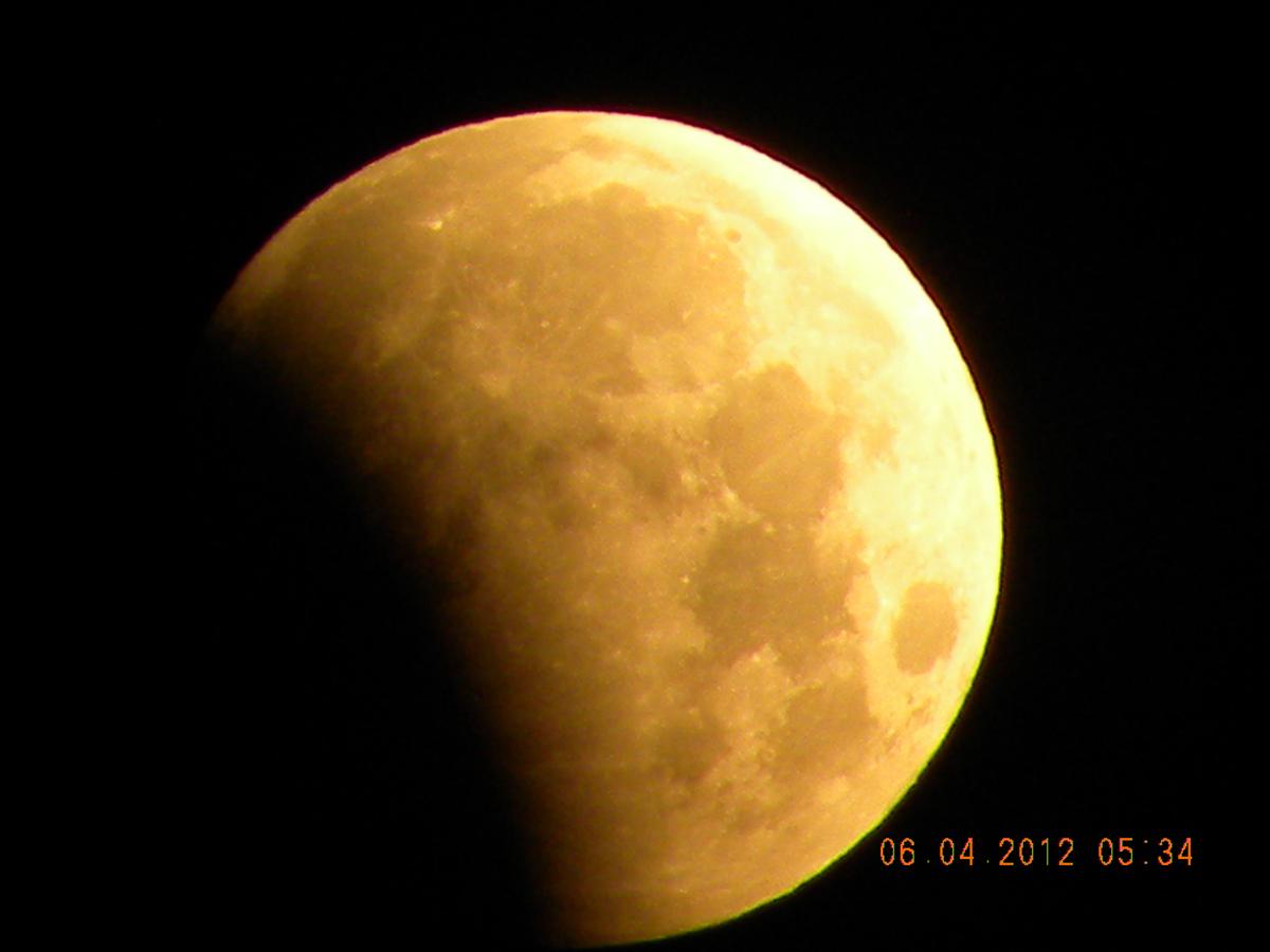07 de agosto - Eclipse parcial da Lua