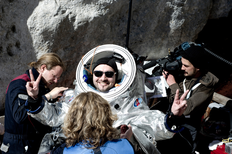 Schildhammer Removes Spacesuit