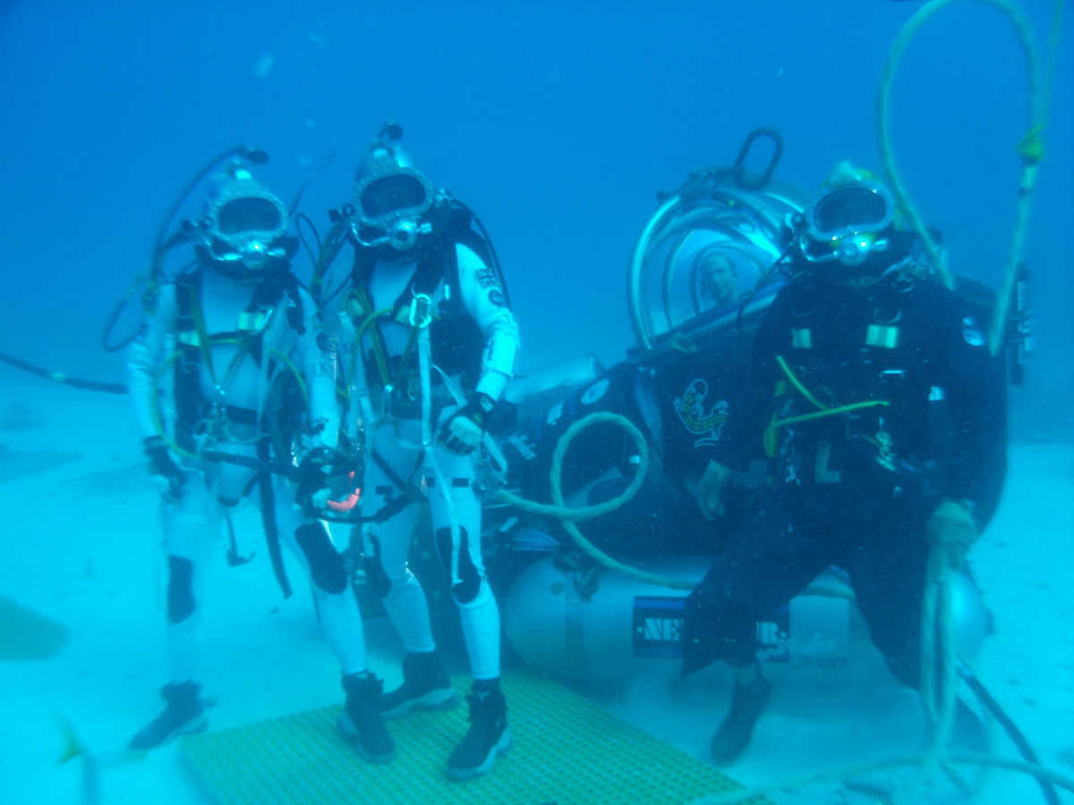NEEMO 16 Divers and Sub