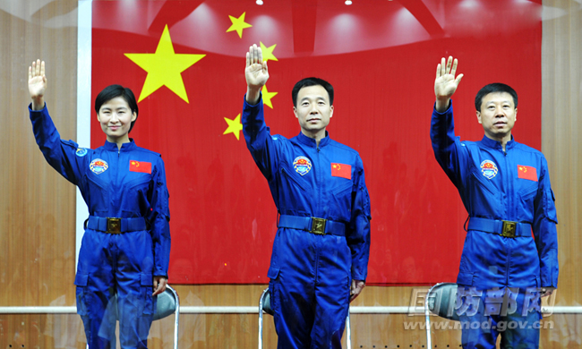Shenzhou 9 Crew Close-Up