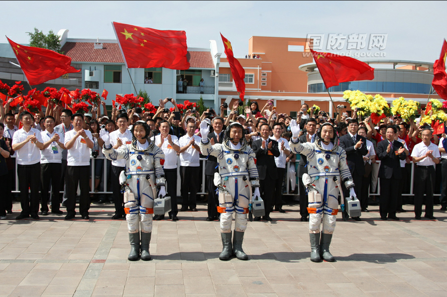 Shenzhou 9 Salutes as Flags Wave