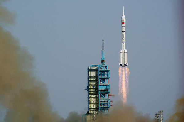 China Launches Shenzhou 9 Mission