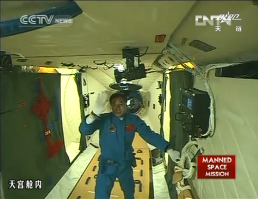 Shenzhou 9 Commander Boards Tiangong 1