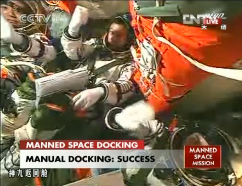 Shenzhou 9 Astronauts Celebrate Manual Docking