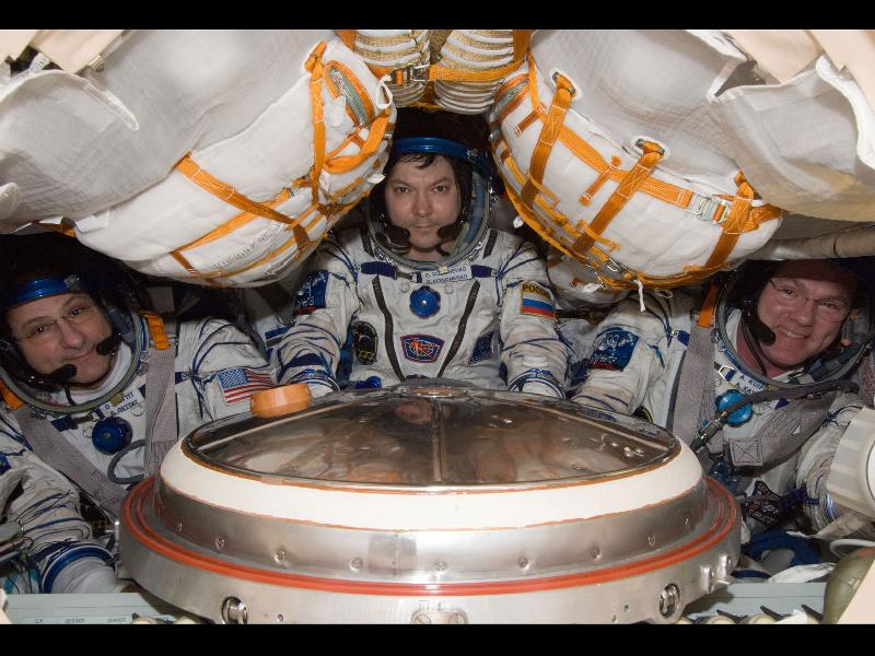 Landing Pictures: Space Station Expedition 31 Crew Returns ...
