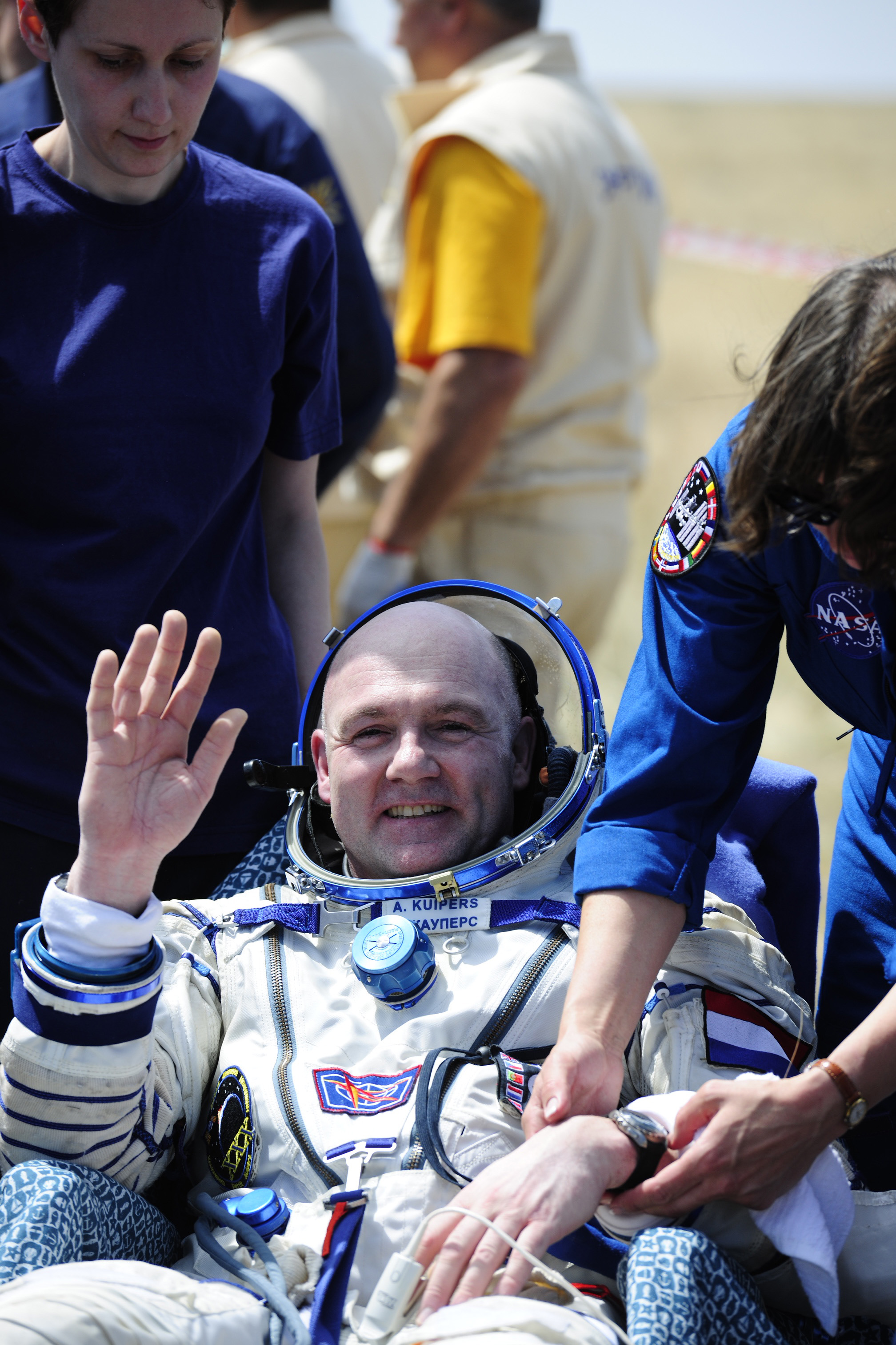 Expedition 31 Crew Landing: @Astro_Andre