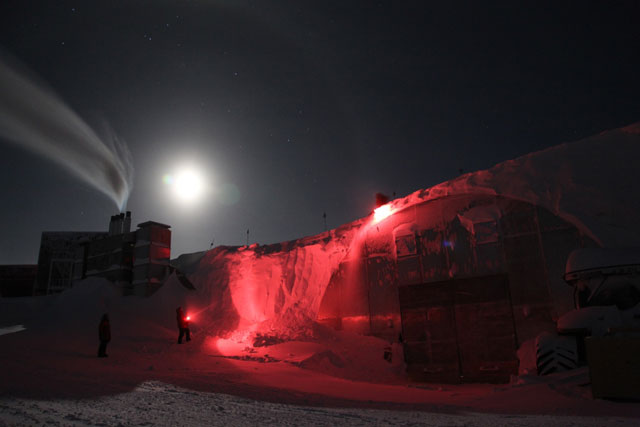 Supermoon Lights Up South Pole in Photo