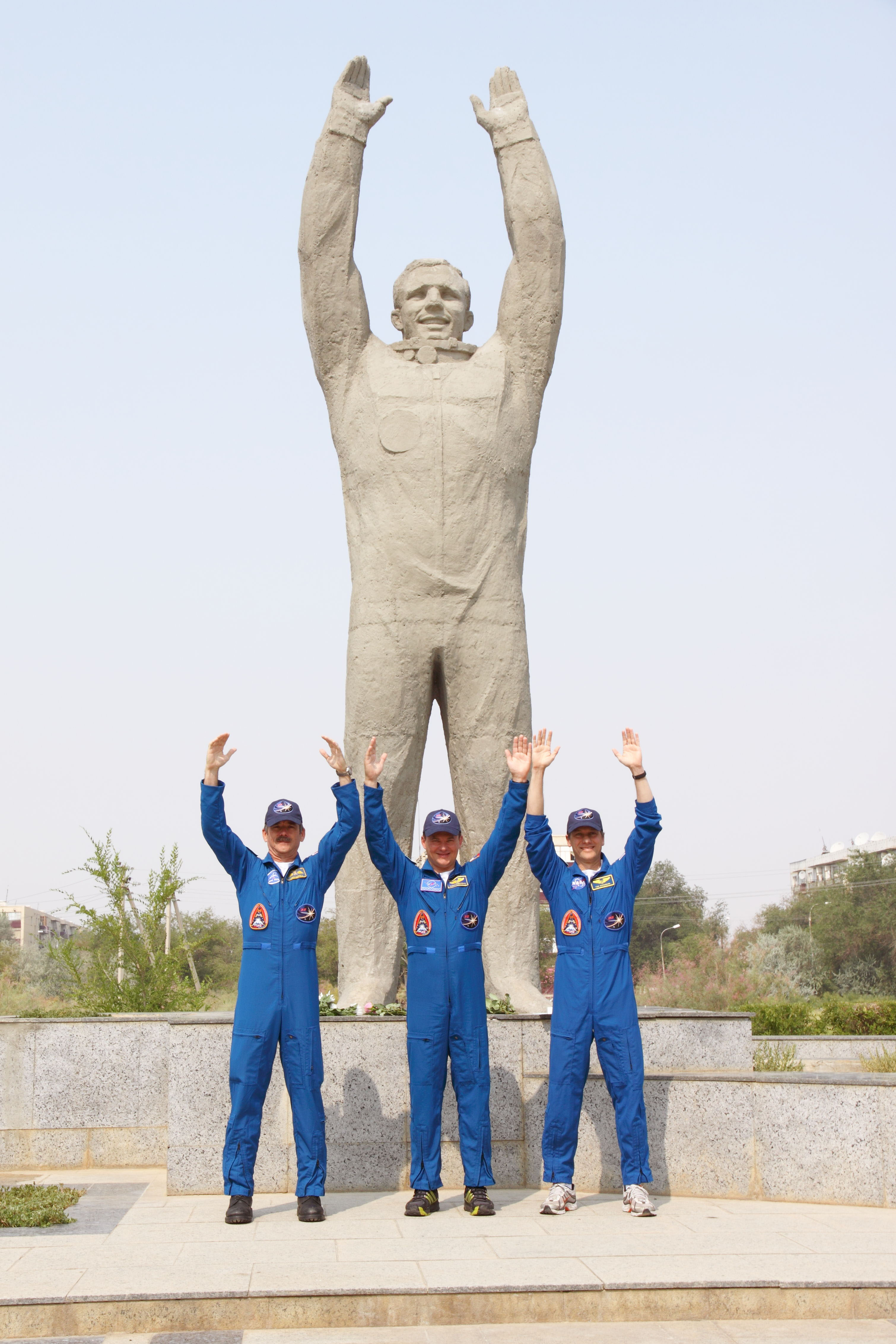 Expedition 32 Crew Members Pose at Gagarin Statue