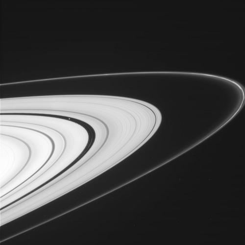 Saturn's Rings Shine in Amazing Photos by Cassini Probe