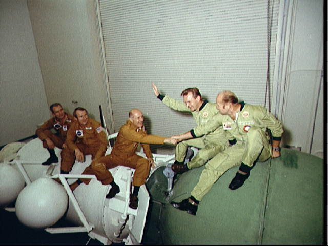 Apollo-Soyuz Test Project: 2 Crews