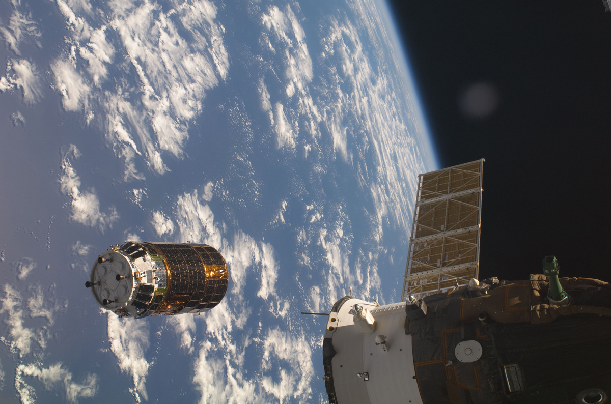 Japanese H-II Transfer Vehicle (HTV) Approaches the ISS