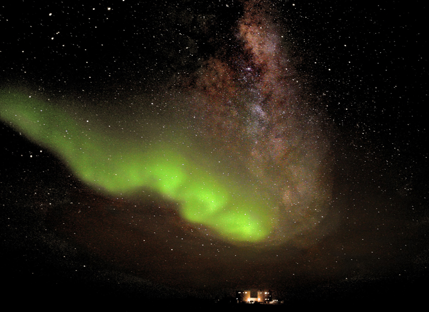 Photo: Dazzling Aurora Appears Over Antarctic Station